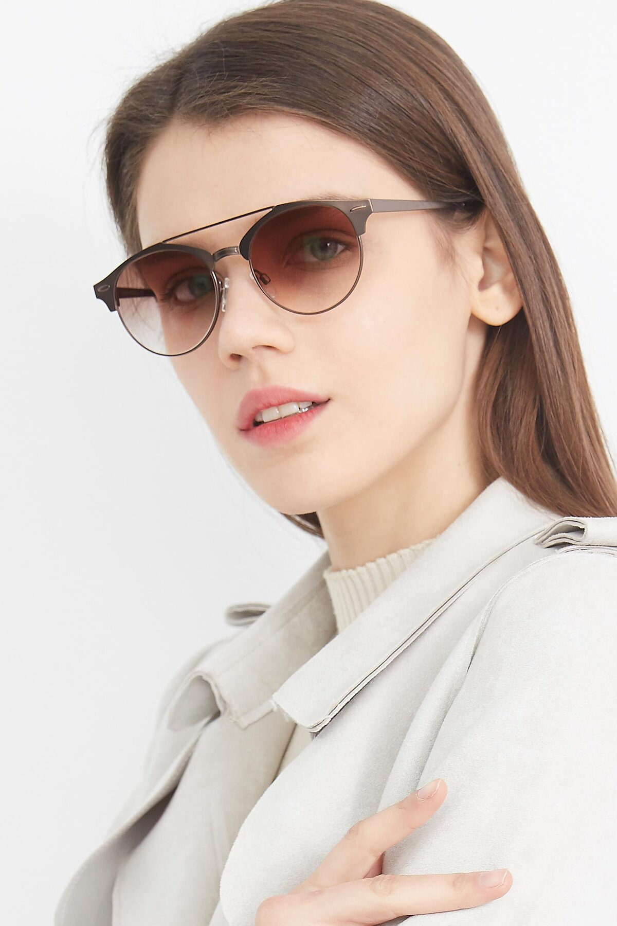 Women's lifestyle photography (portrait-2) of SSR183 in Chocolate with Brown Gradient Lenses