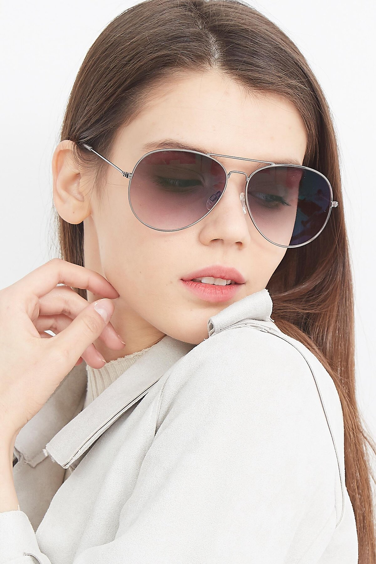 Women's lifestyle photography (portrait-2) of SSR179 in Gunmetal with Gray Gradient Lenses