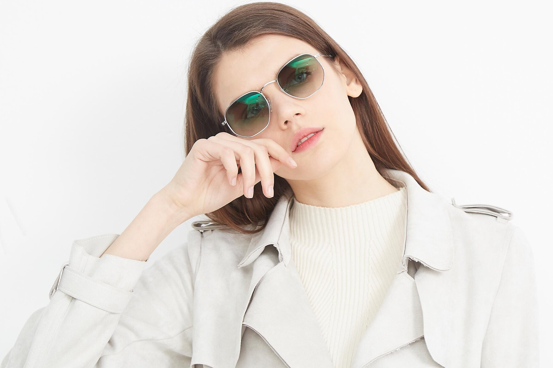 Women's lifestyle photography (landscape-1) of SSR1943 in Silver with Green Gradient Lenses