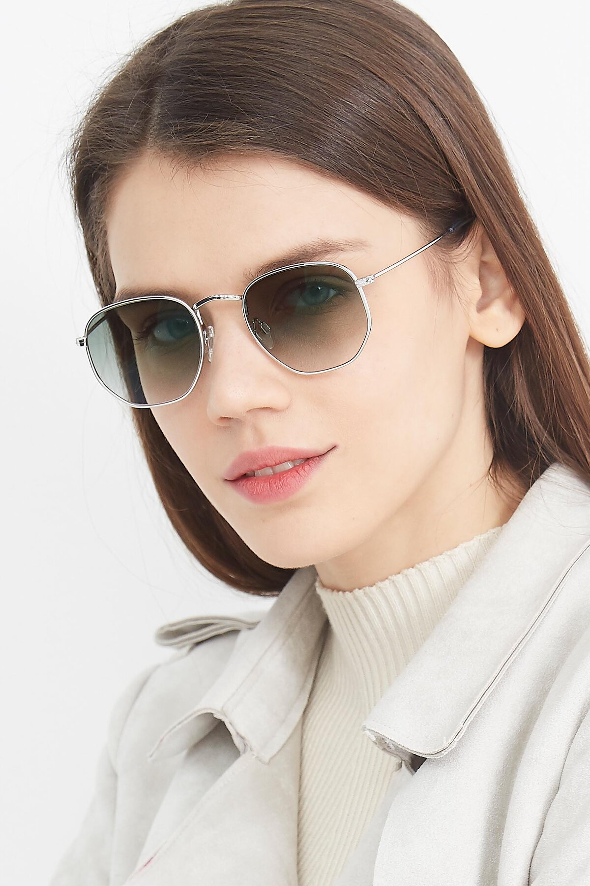 Women's lifestyle photography (portrait-2) of SSR1943 in Silver with Green Gradient Lenses