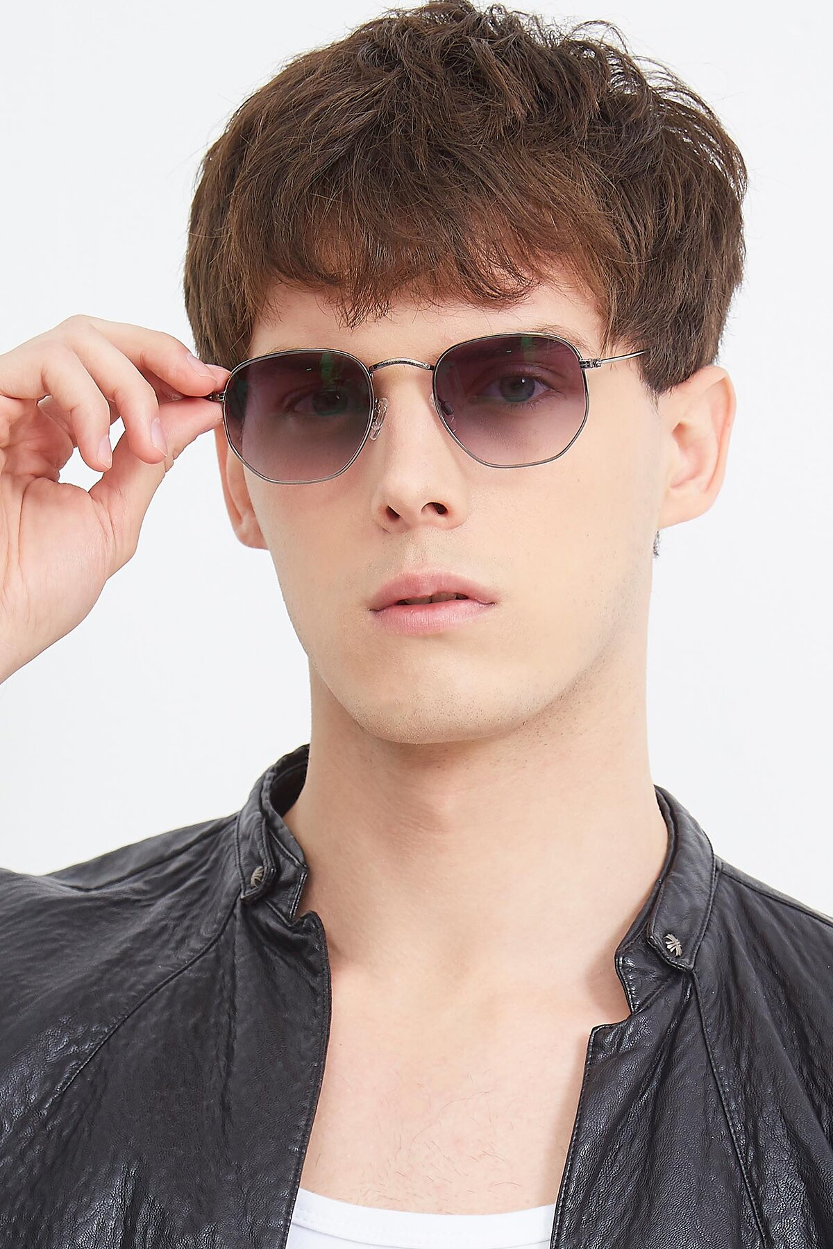 Men's lifestyle photography (portrait-1) of SSR1943 in Grey with Gray Gradient Lenses
