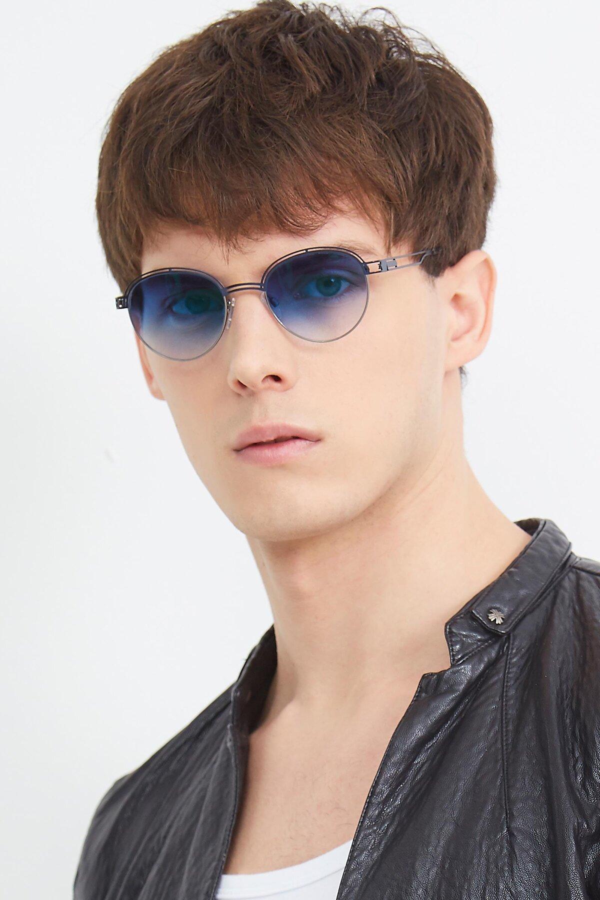 Men's lifestyle photography (portrait-2) of Marvel in Blue-Gunmetal with Blue Gradient Lenses