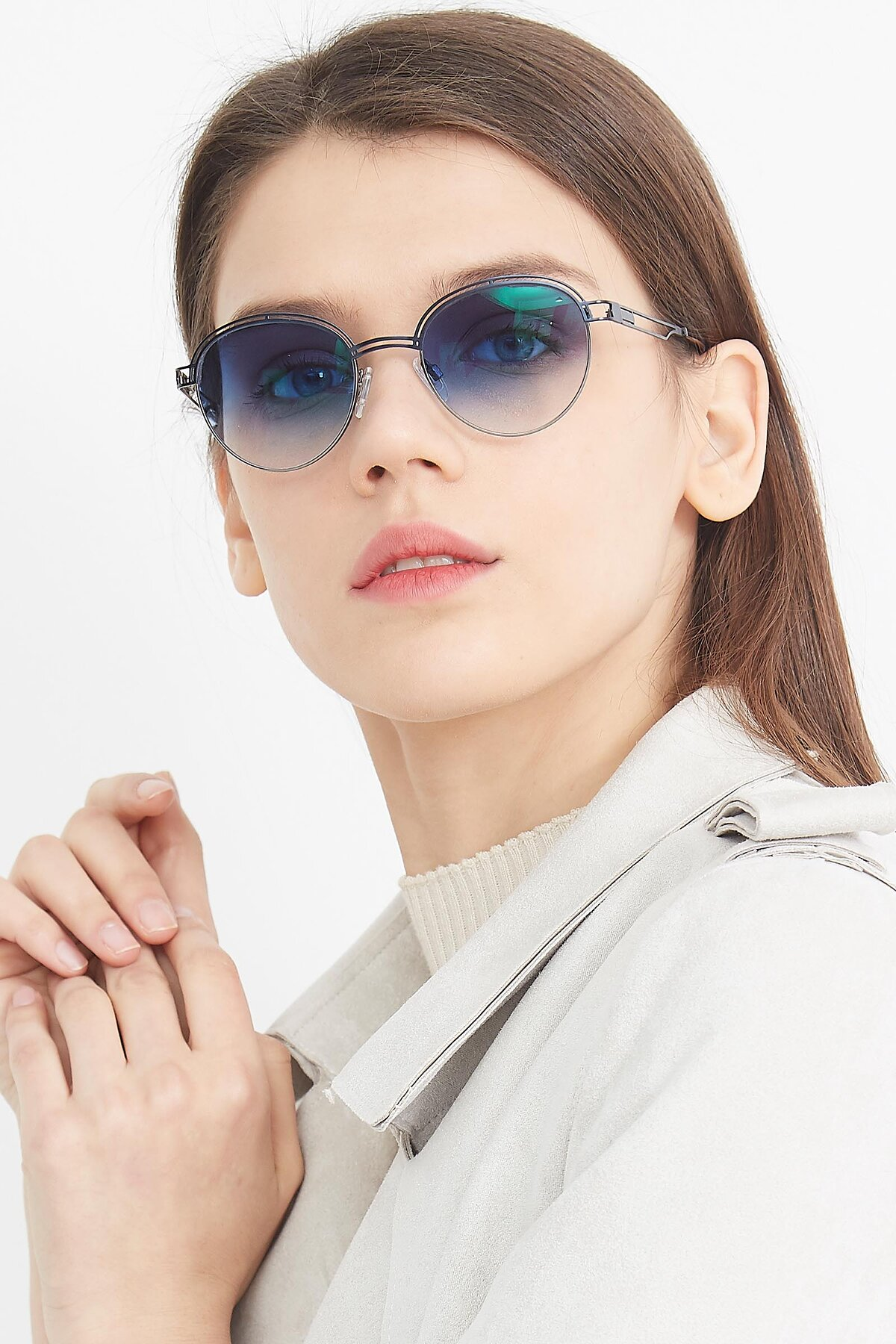 Women's lifestyle photography (portrait-1) of Marvel in Blue-Gunmetal with Blue Gradient Lenses