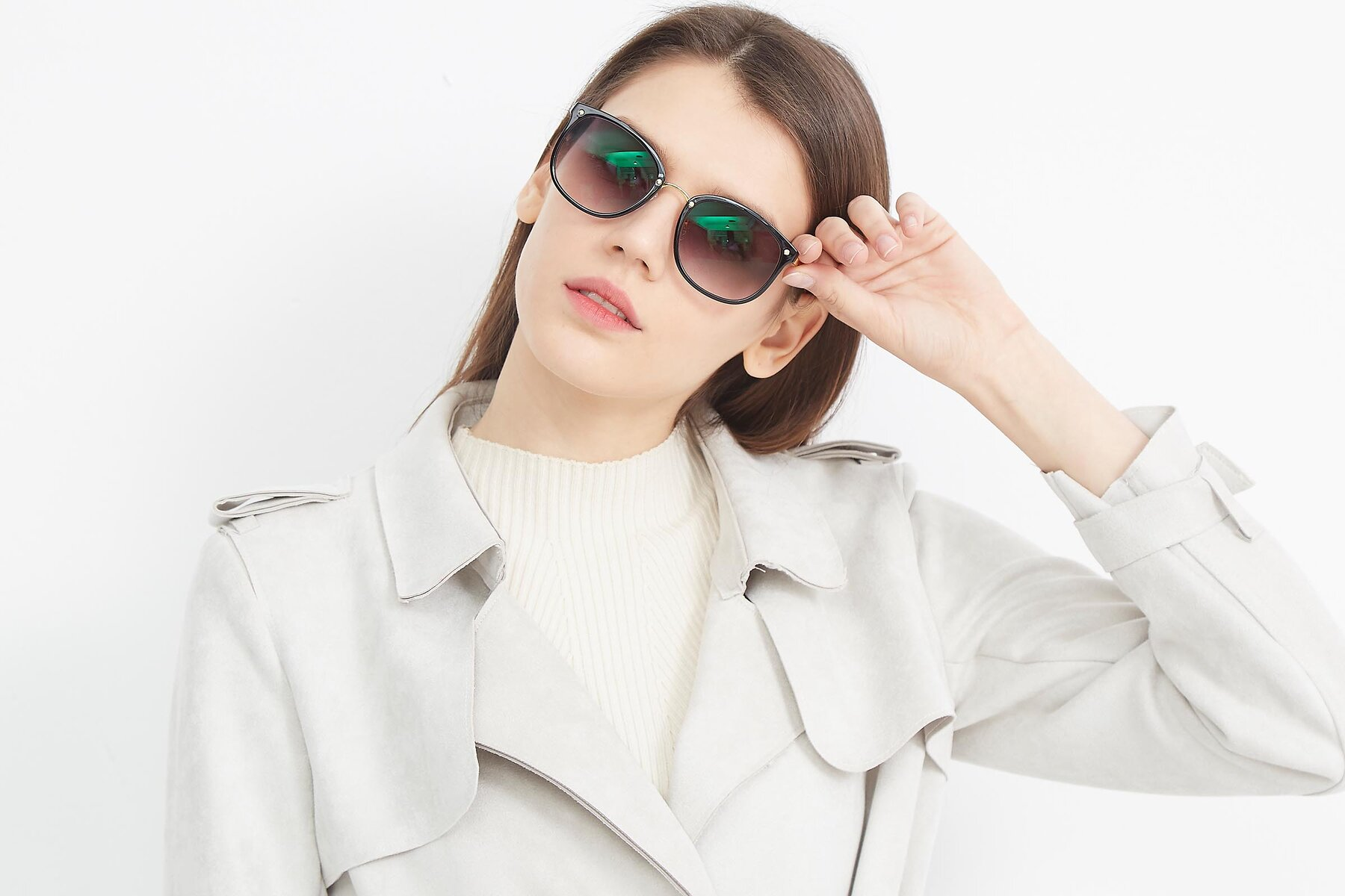 Women's lifestyle photography (landscape-1) of Timeless in Black-Gold with Gray Gradient Lenses
