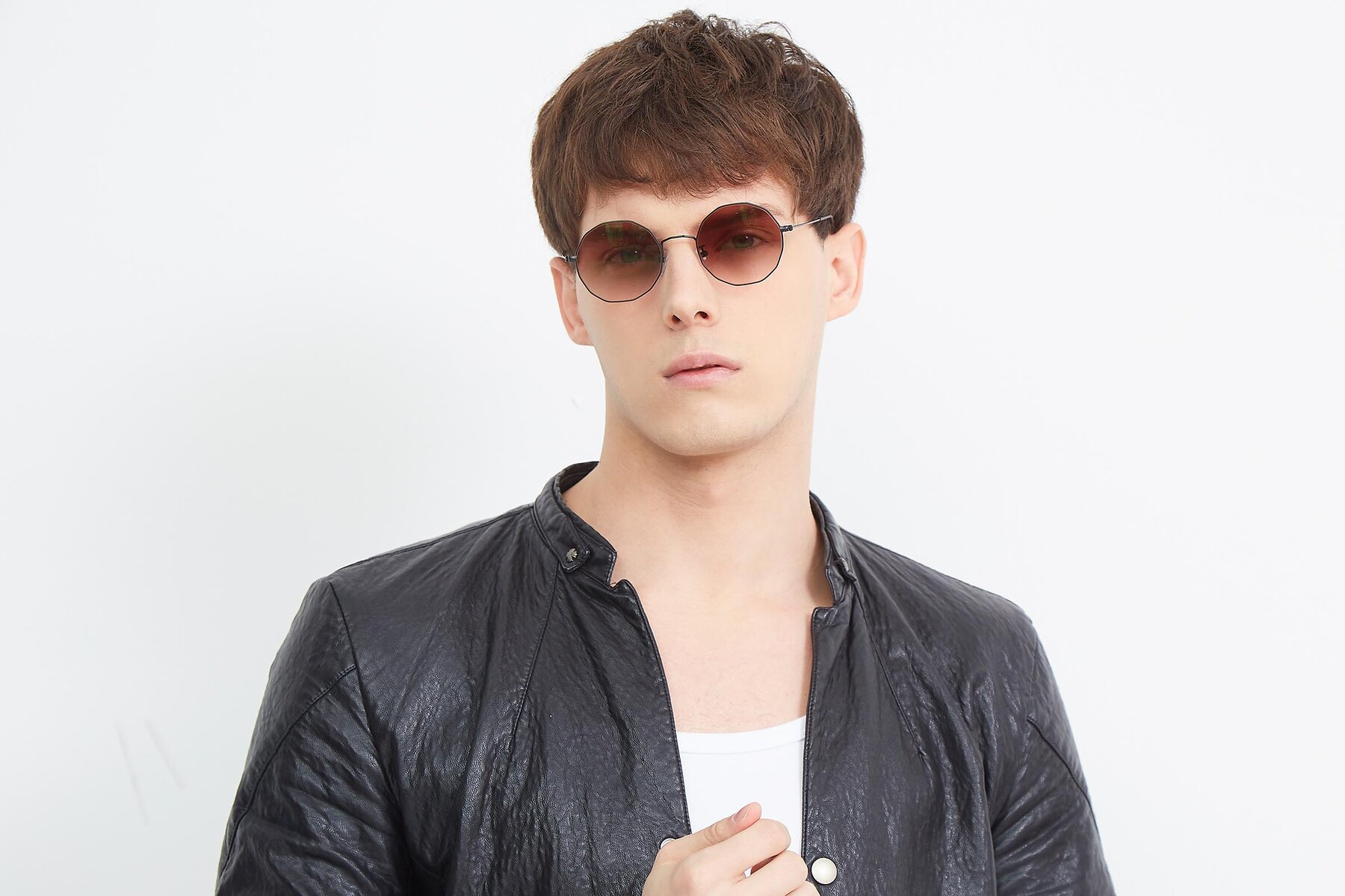 Men's lifestyle photography (landscape-1) of Spyder in Black with Brown Gradient Lenses