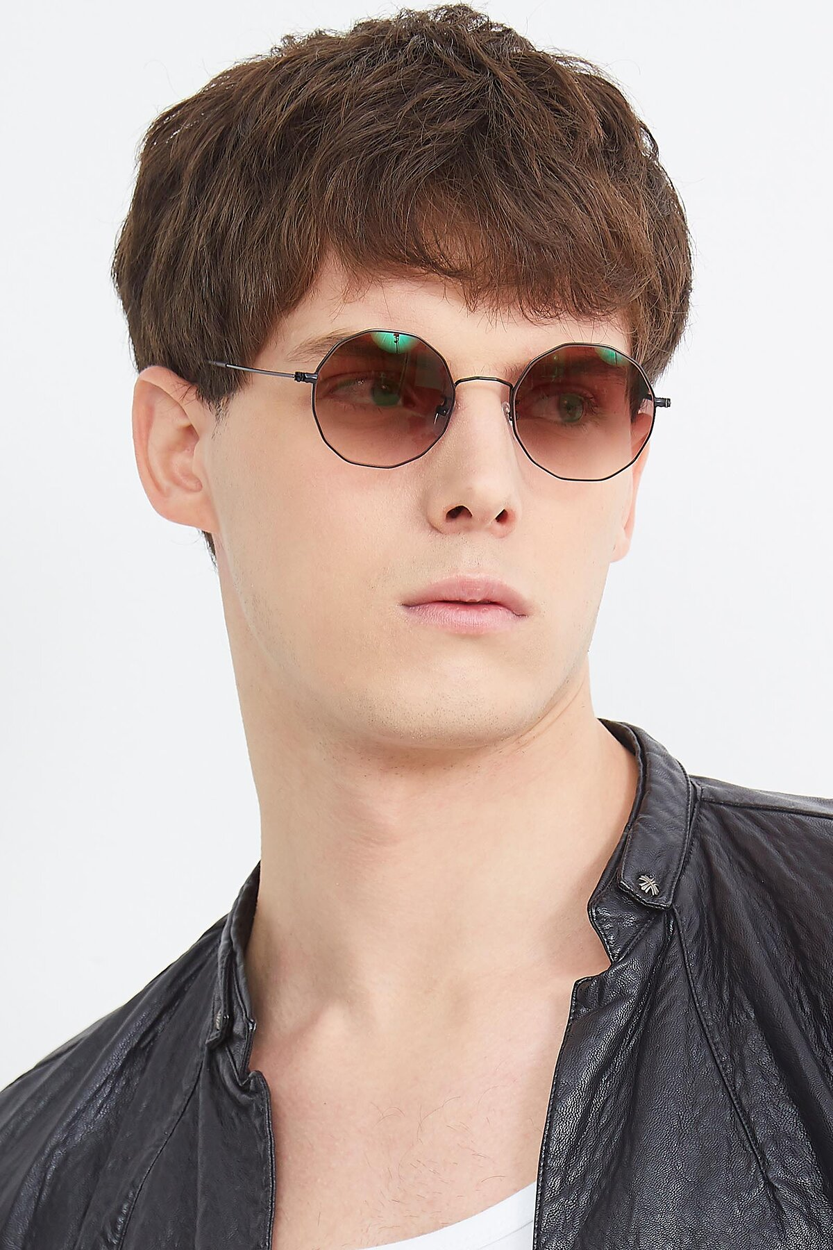Men's lifestyle photography (portrait-1) of Spyder in Black with Brown Gradient Lenses