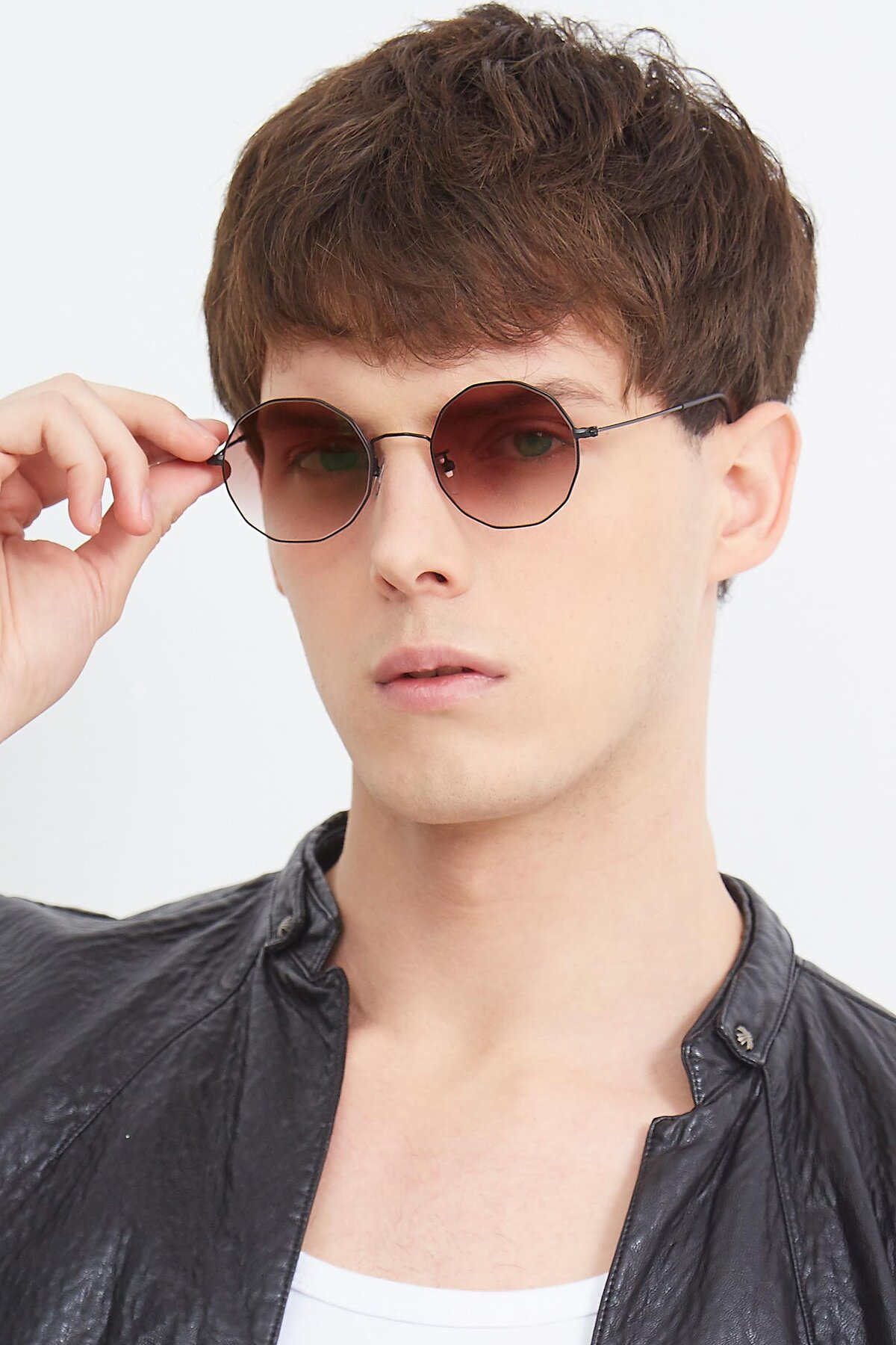Men's lifestyle photography (portrait-2) of Spyder in Black with Brown Gradient Lenses