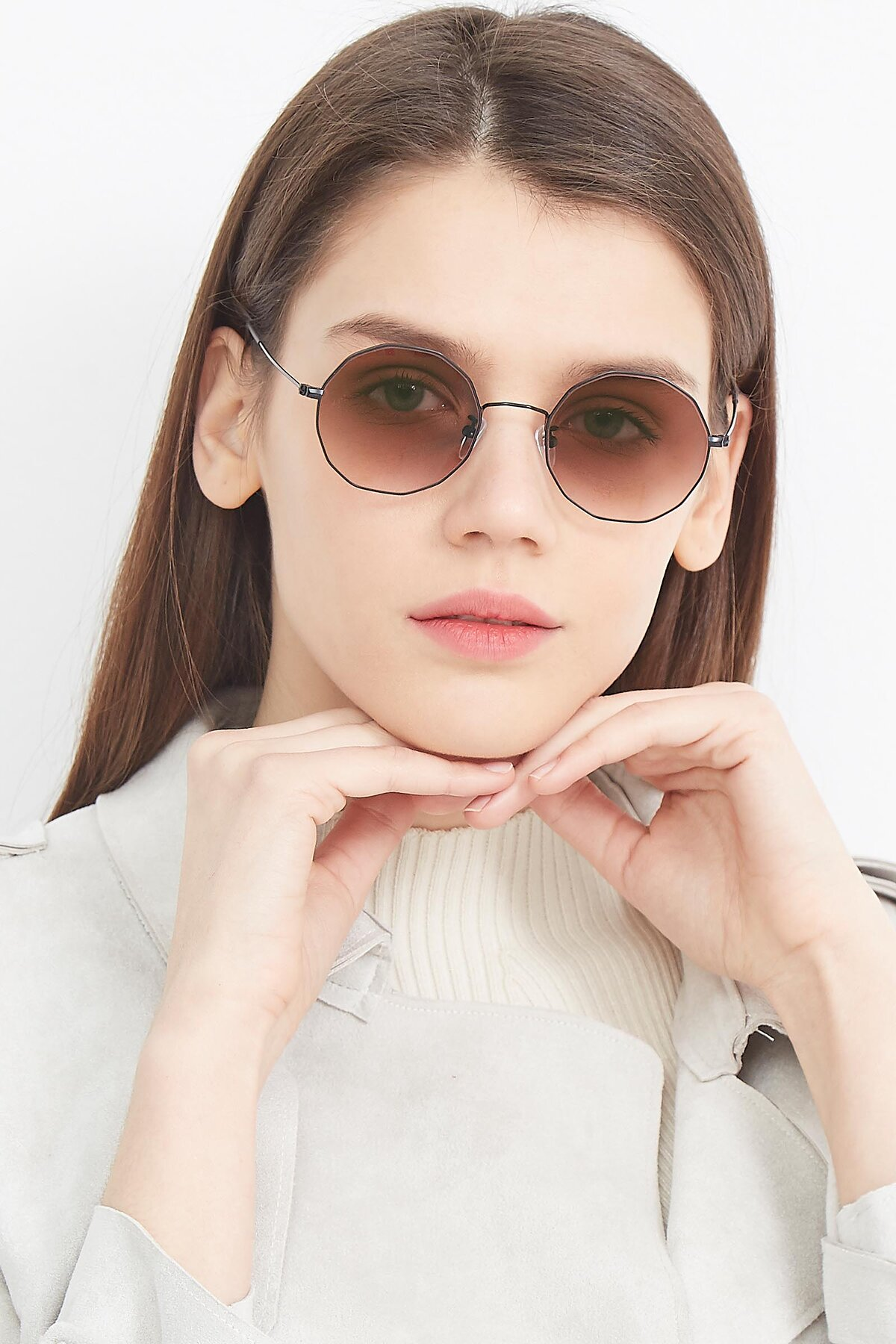 Women's lifestyle photography (portrait-1) of Spyder in Black with Brown Gradient Lenses