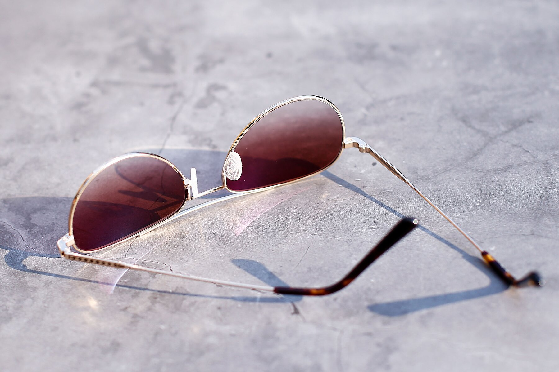 Lifestyle photography #4 of Richard in Gold with Brown Gradient Lenses