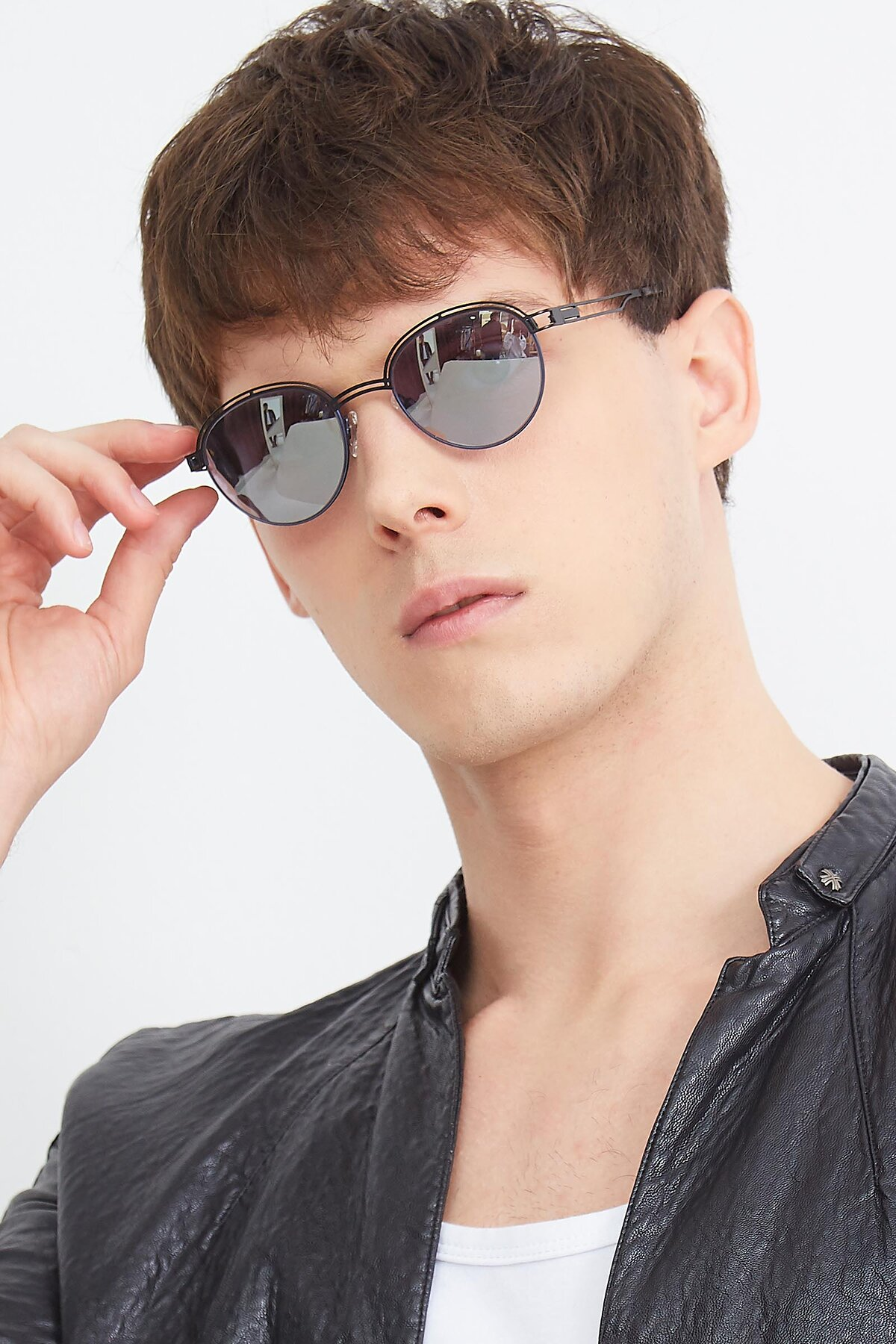 Men's lifestyle photography (portrait-2) of Marvel in Black-Blue with Silver Mirrored Lenses