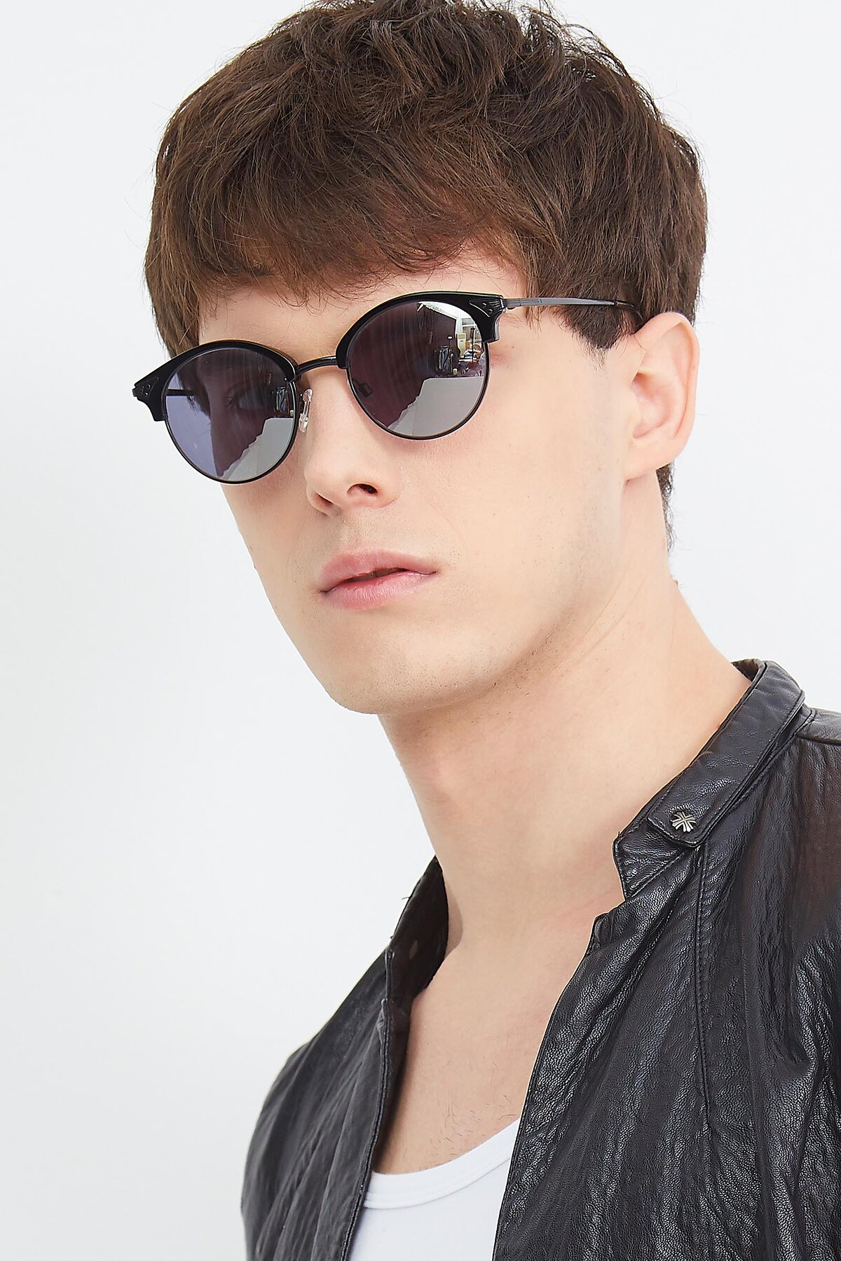 Men's lifestyle photography (portrait-2) of Hermione in Black with Silver Mirrored Lenses
