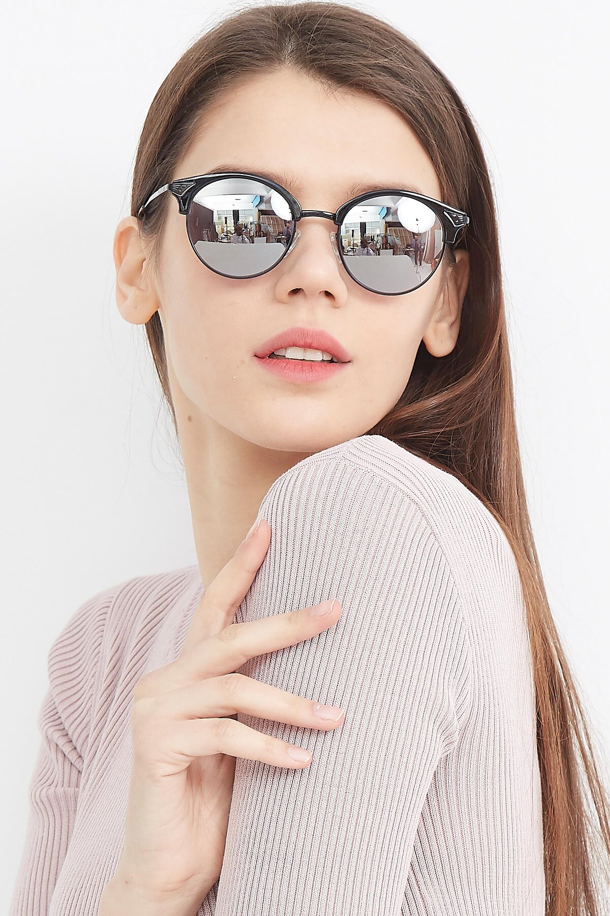 Women's lifestyle photography (portrait-1) of Hermione in Black with Silver Mirrored Lenses