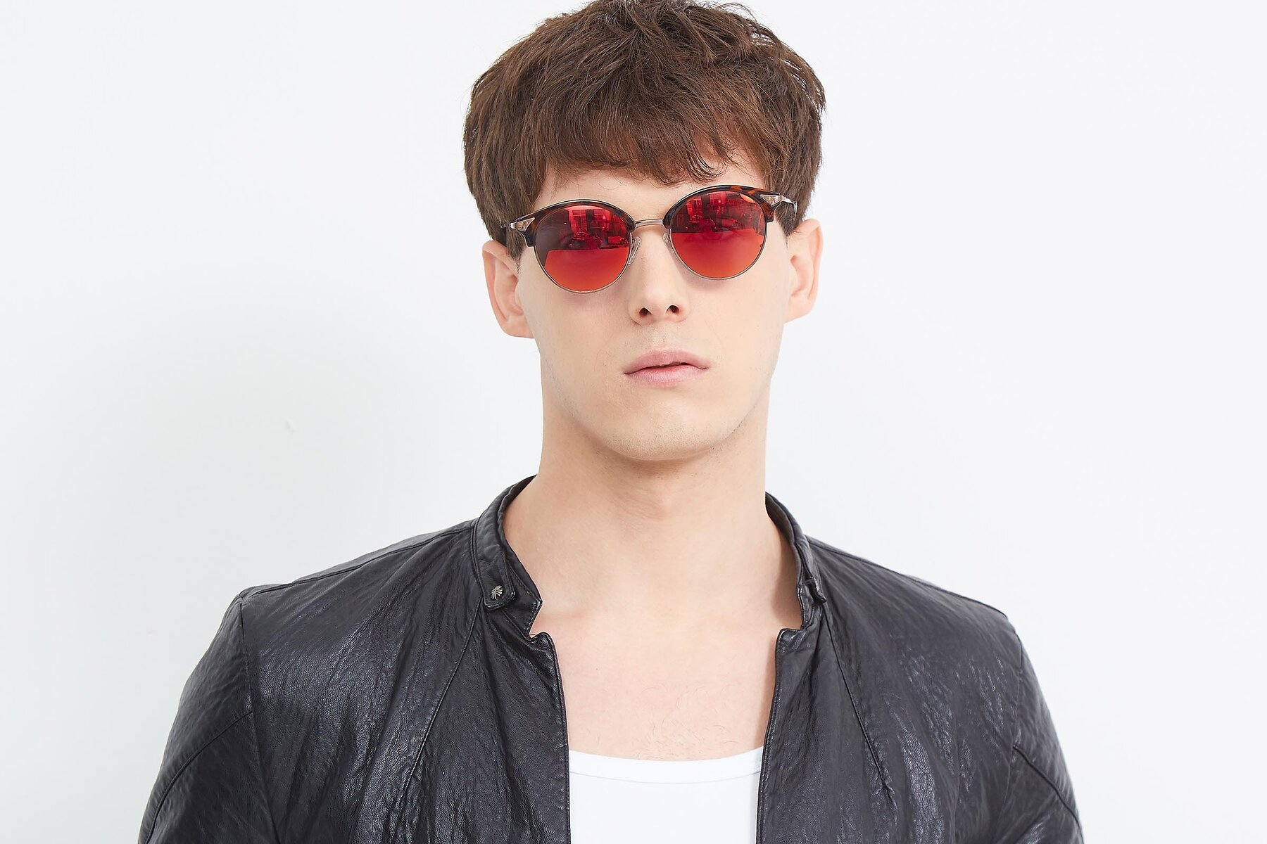 Men's lifestyle photography (landscape-1) of Hermione in Tortoise-Brown with Red Gold Mirrored Lenses