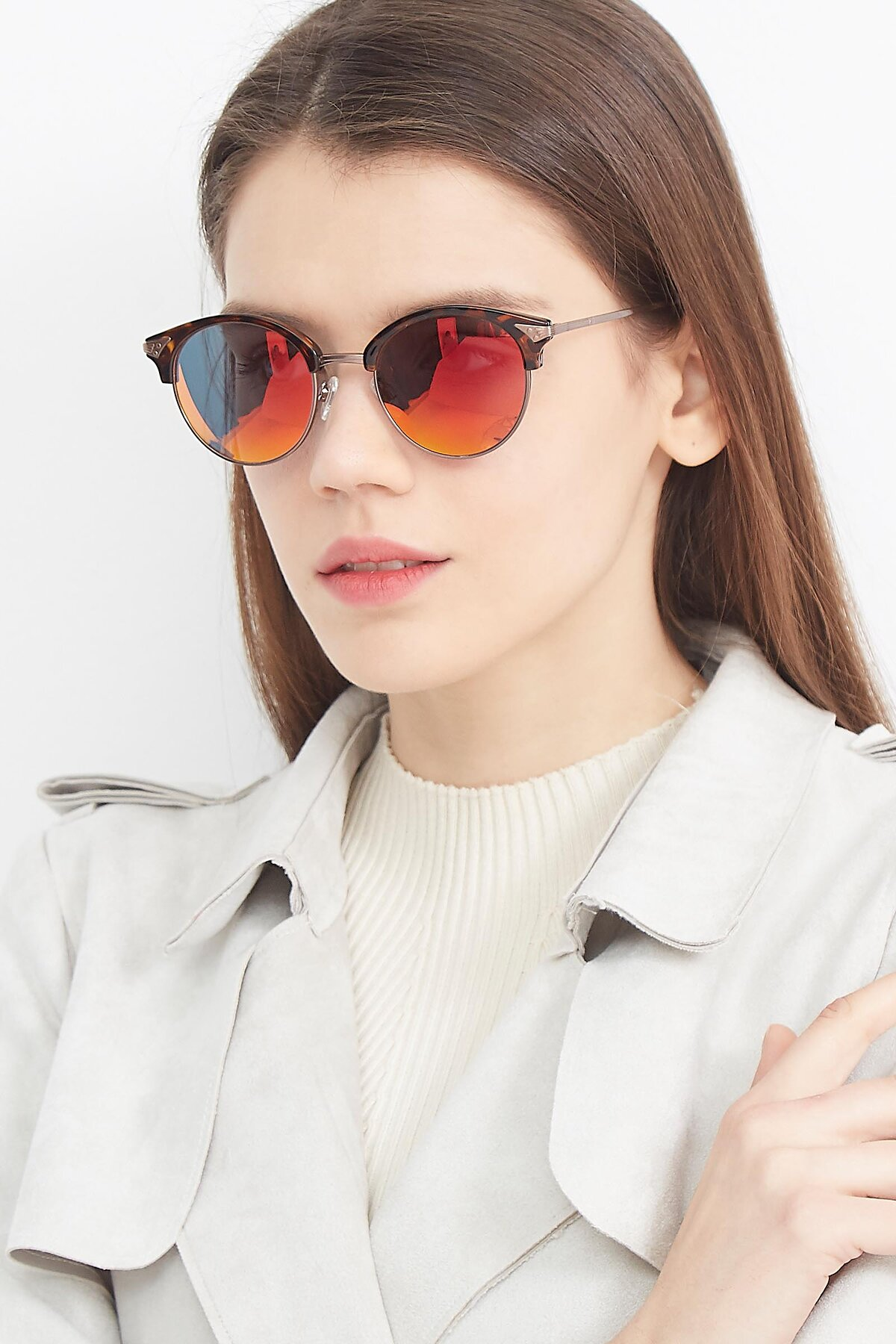 Women's lifestyle photography (portrait-1) of Hermione in Tortoise-Brown with Red Gold Mirrored Lenses