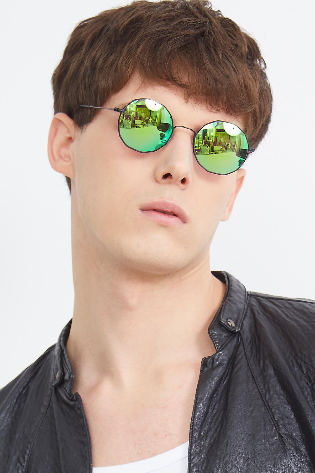 Men's lifestyle photography (portrait-1) of Spyder in Black with Green Mirrored Lenses