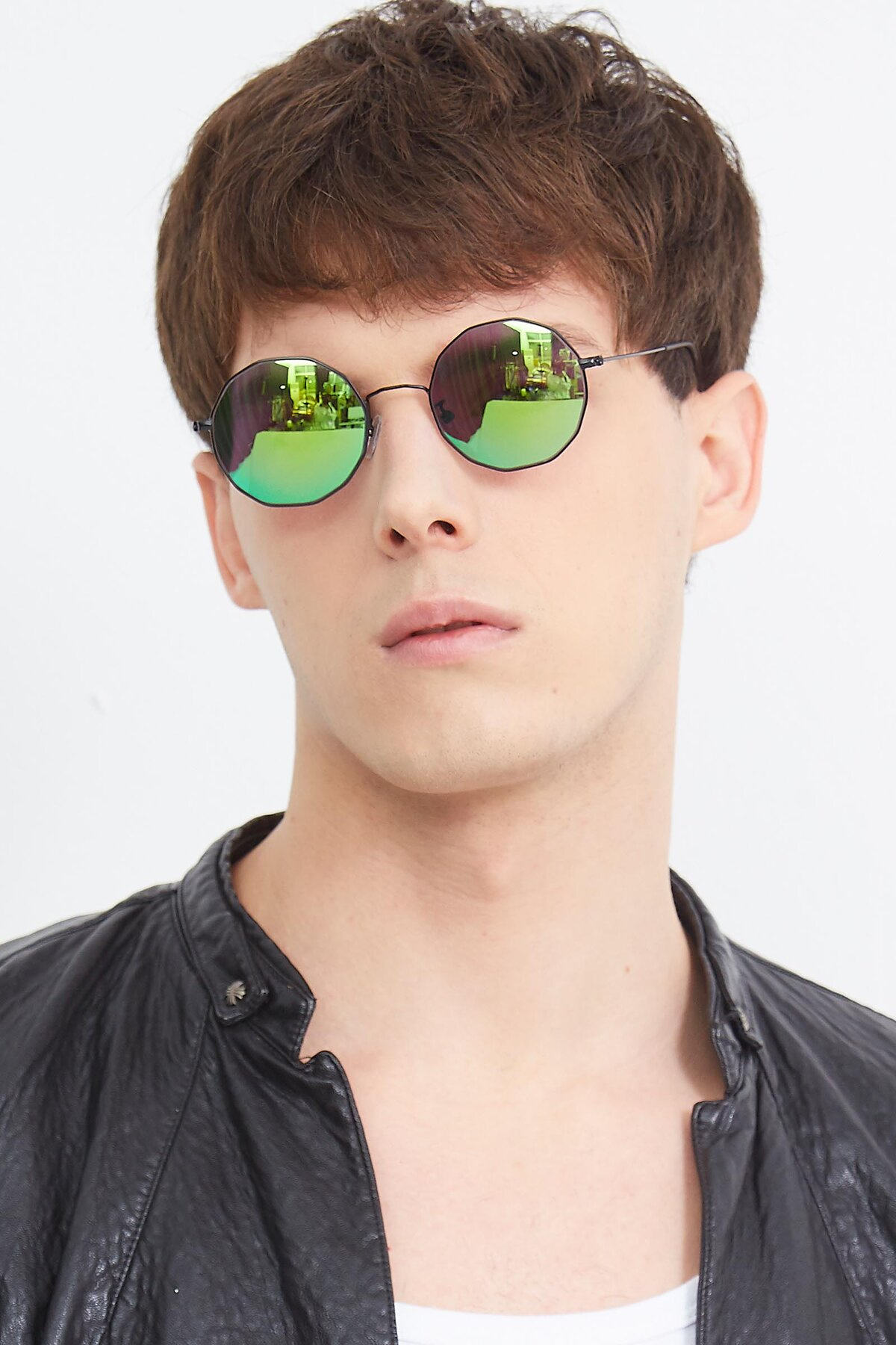 Men's lifestyle photography (portrait-2) of Spyder in Black with Green Mirrored Lenses