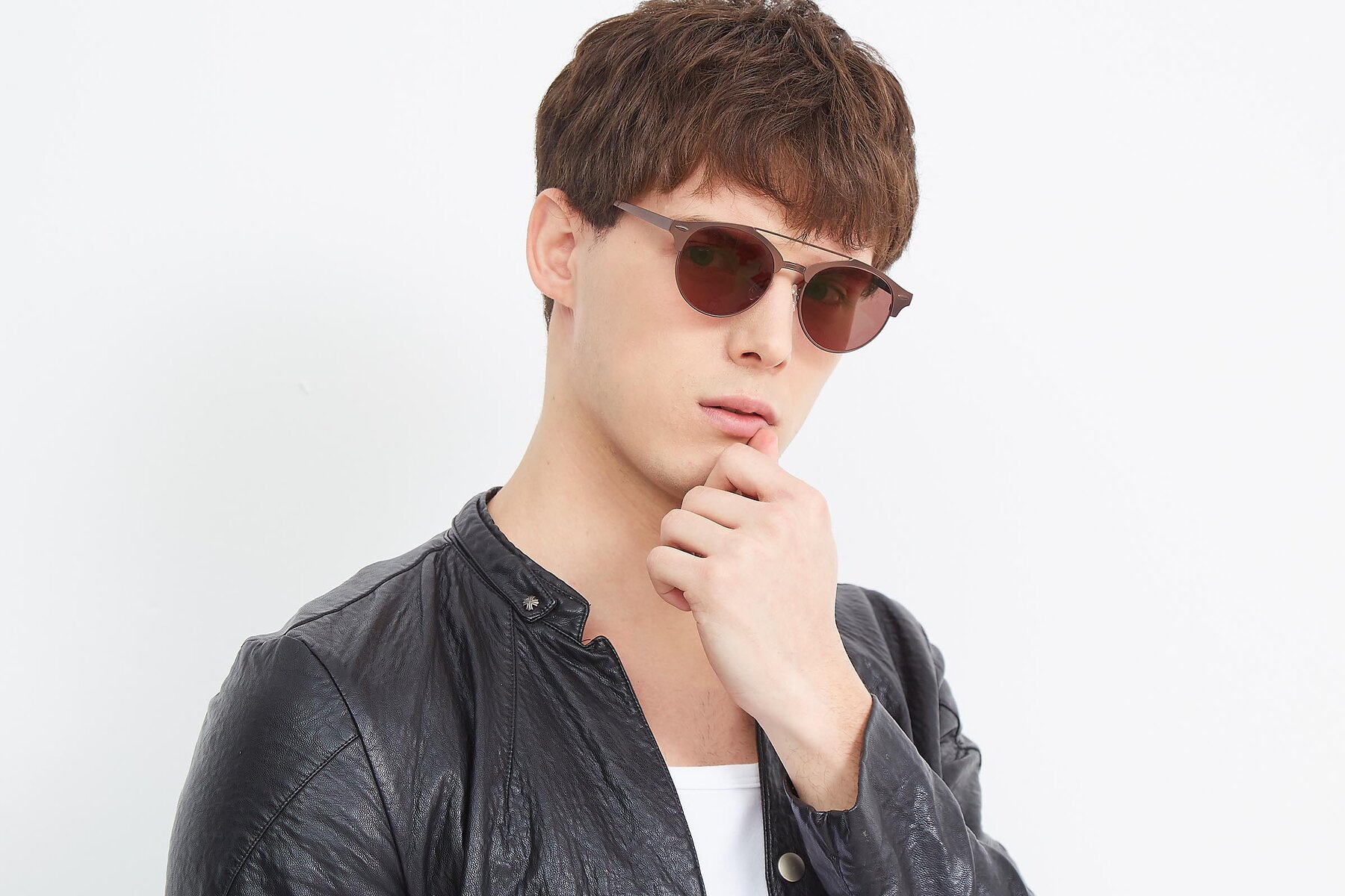 Men's lifestyle photography (landscape-1) of SSR183 in Chocolate with Brown Tinted Lenses