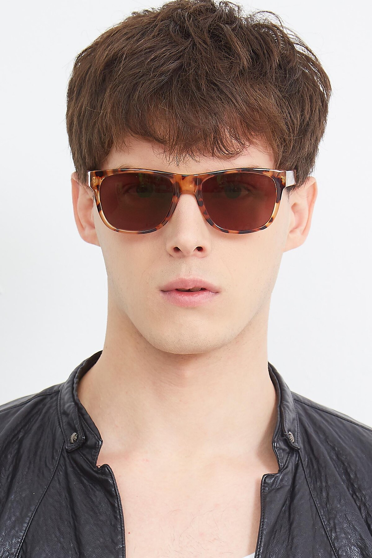 Men's lifestyle photography (portrait-1) of SSR213 in Translucent Tortoise with Brown Tinted Lenses