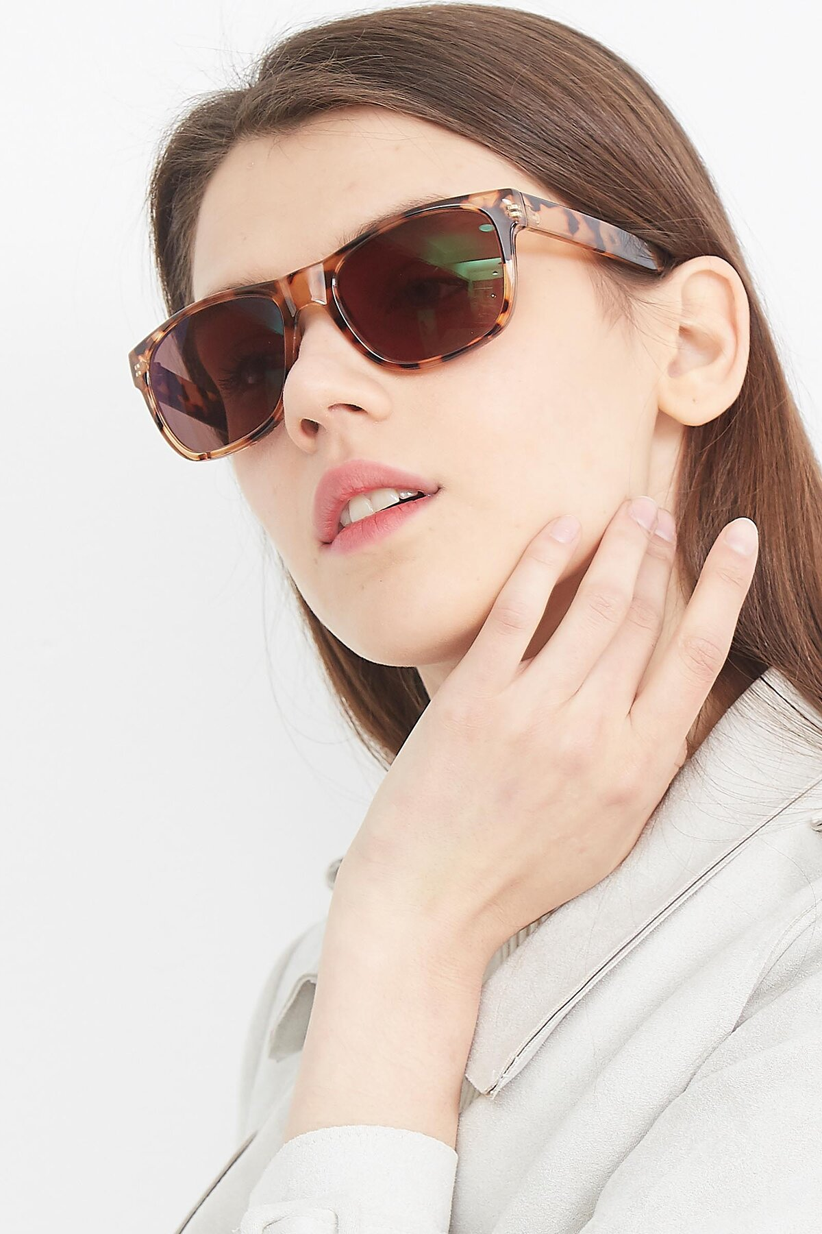 Women's lifestyle photography (portrait-2) of SSR213 in Translucent Tortoise with Brown Tinted Lenses