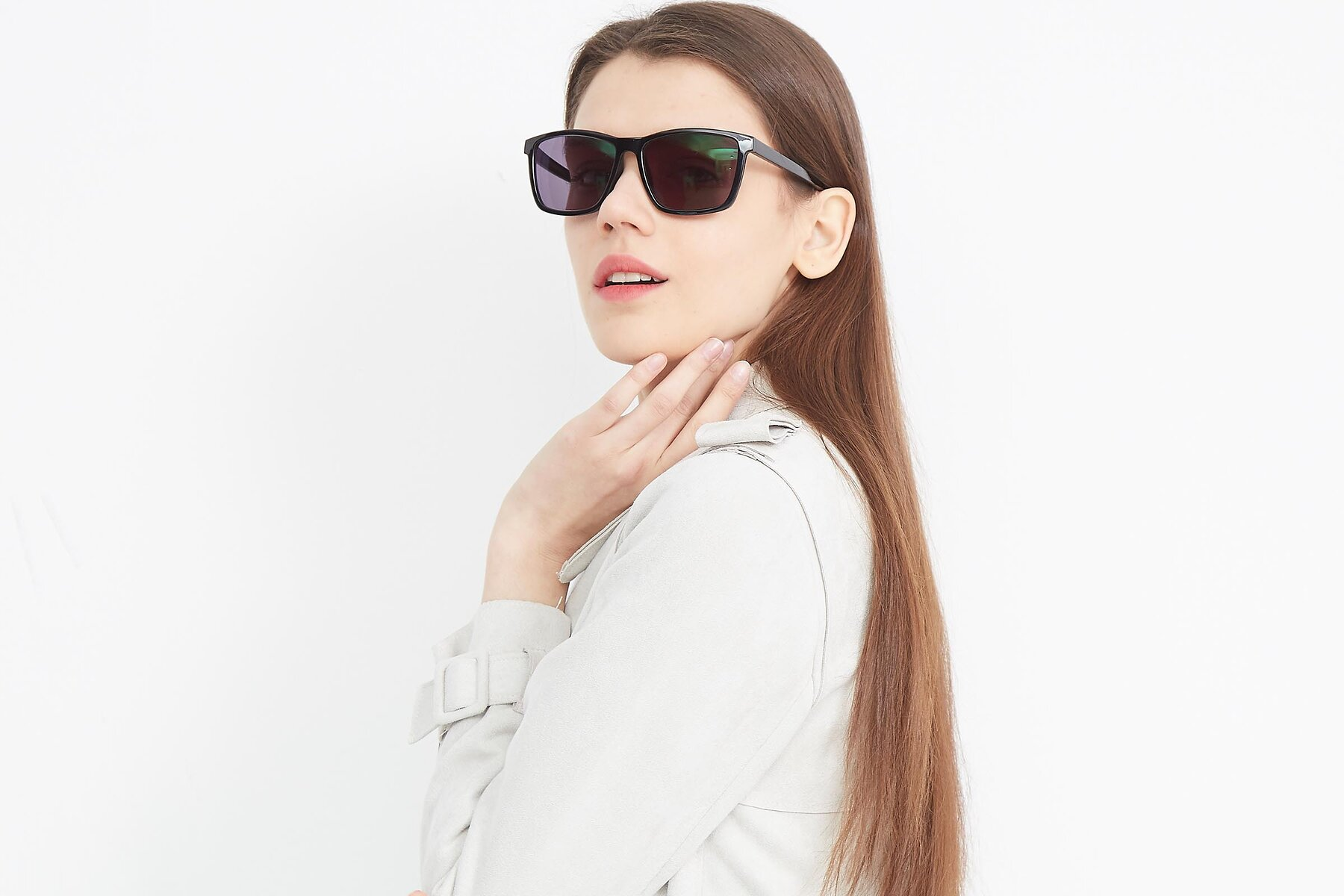 Women's lifestyle photography (landscape-1) of Sheldon in Black with Gray Tinted Lenses