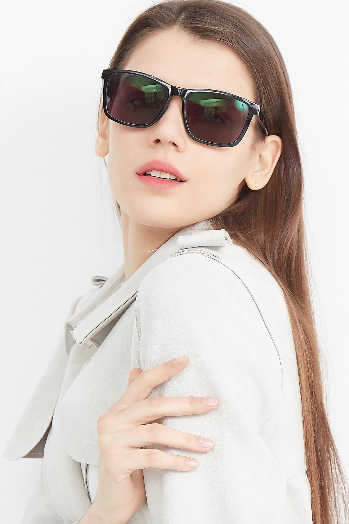 Women's lifestyle photography (portrait-1) of Sheldon in Black with Gray Tinted Lenses