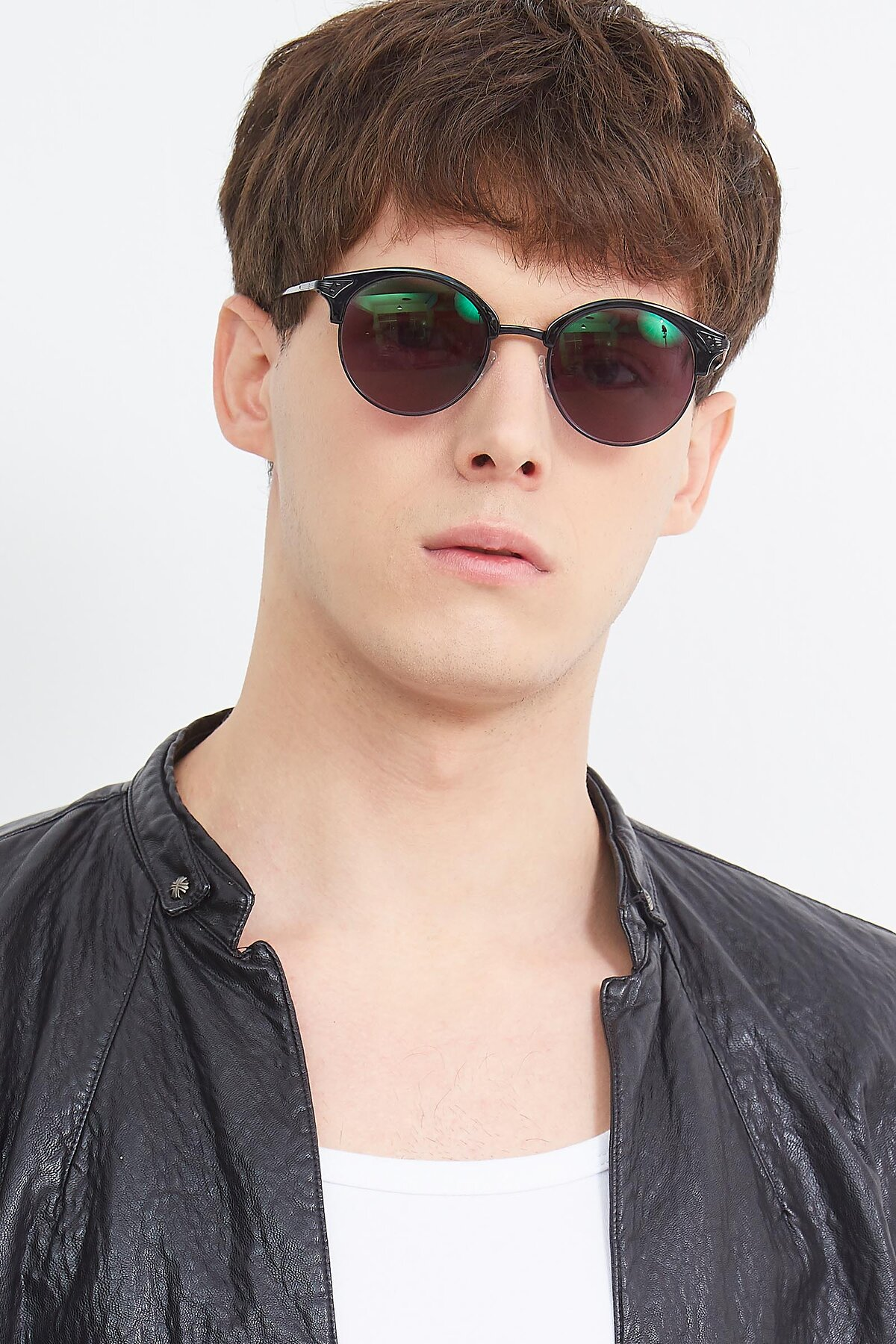 Men's lifestyle photography (portrait-1) of Hermione in Black with Gray Tinted Lenses