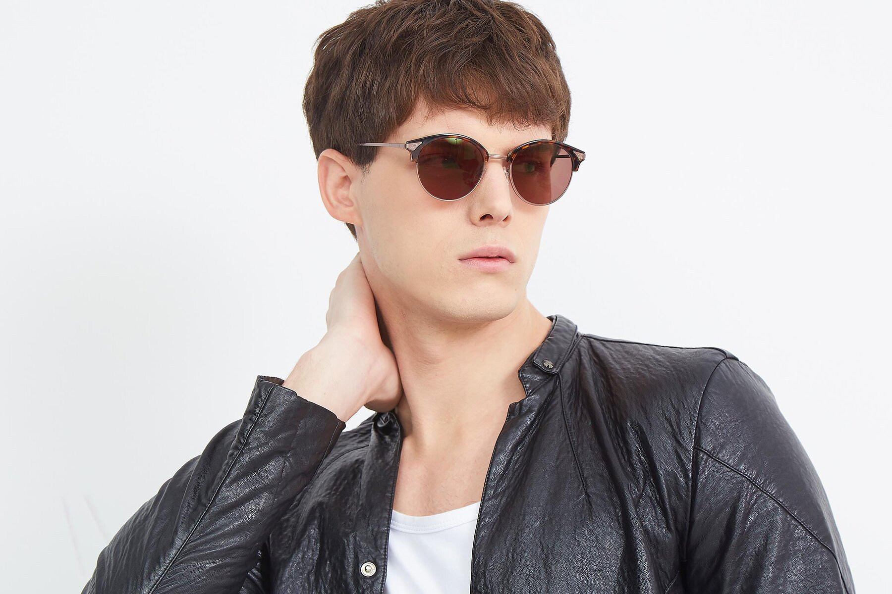 Men's lifestyle photography (landscape-1) of Hermione in Tortoise-Brown with Brown Tinted Lenses