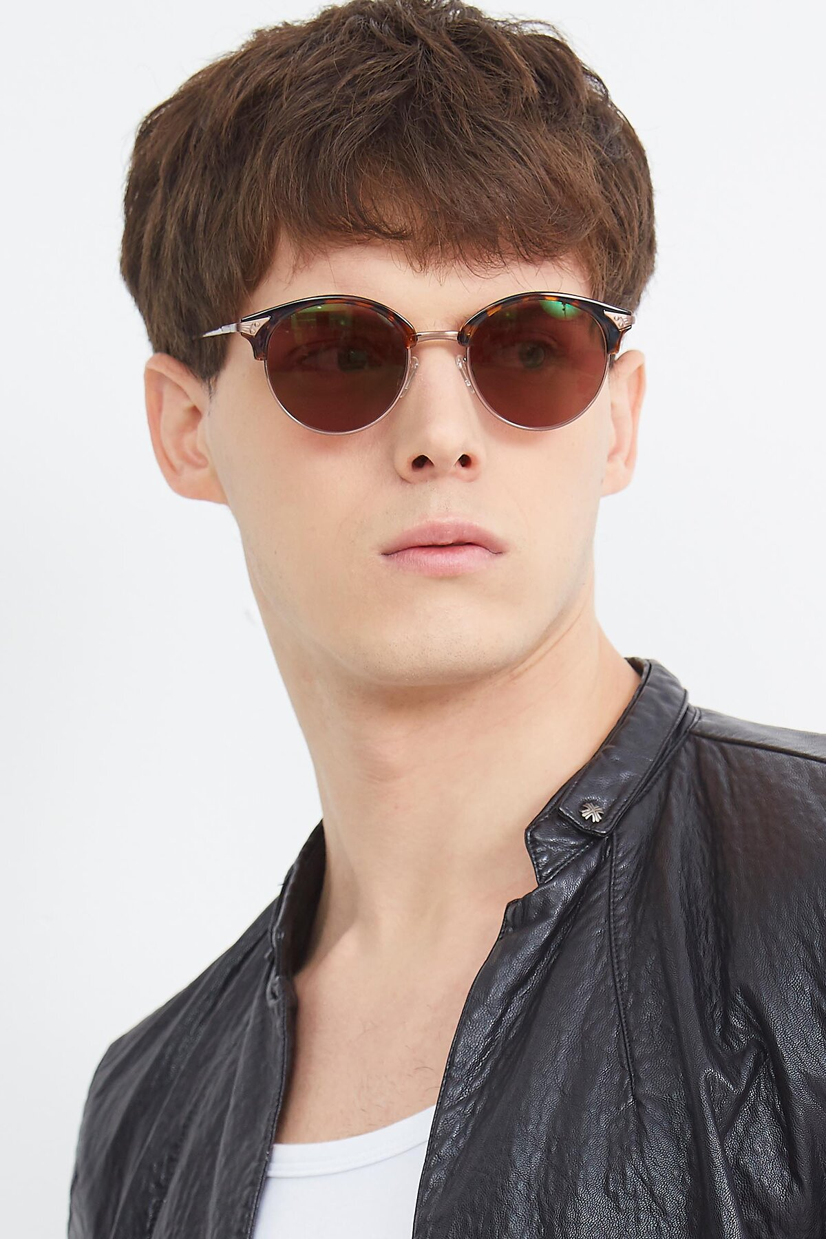 Men's lifestyle photography (portrait-2) of Hermione in Tortoise-Brown with Brown Tinted Lenses