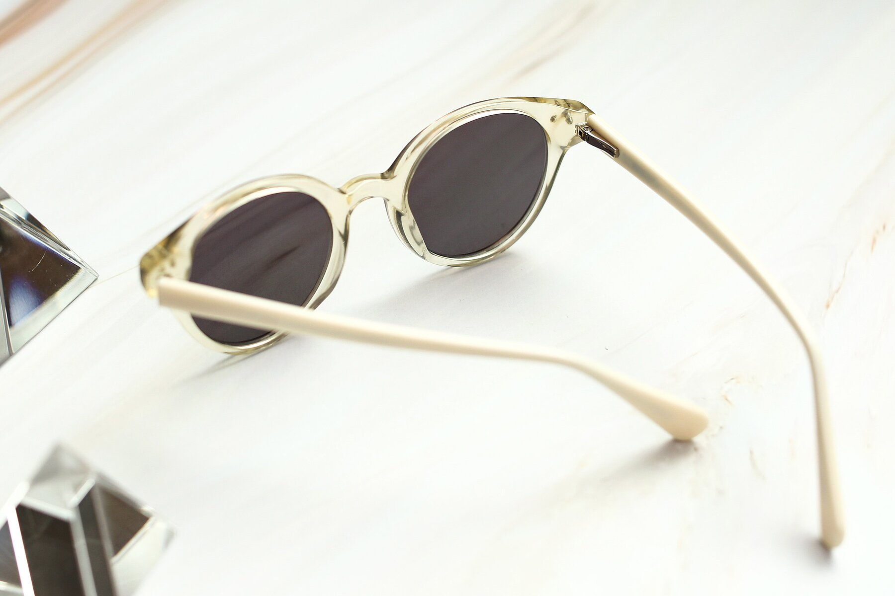 Lifestyle photography #2 of 17277 in Transparent Beige with Gray Tinted Lenses