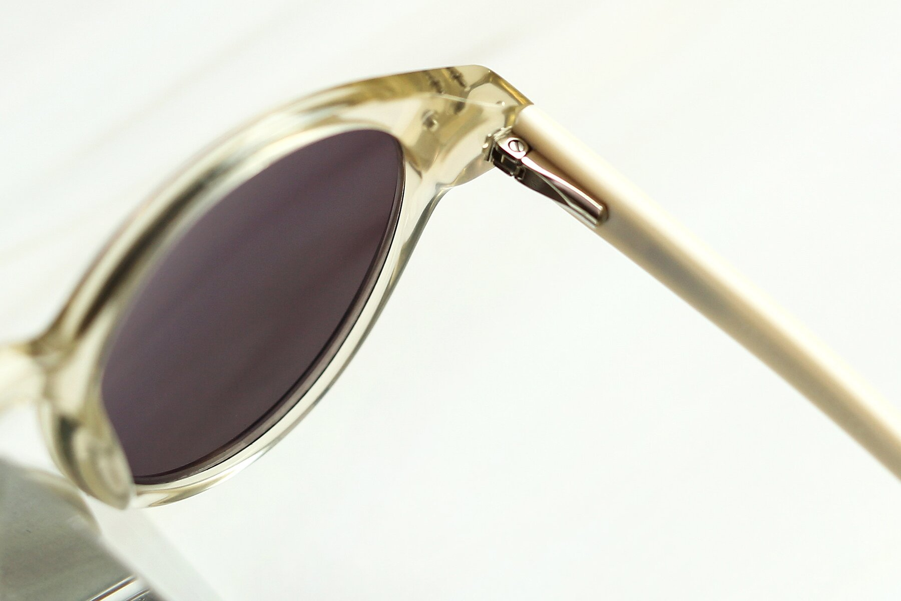 Lifestyle photography #3 of 17277 in Transparent Beige with Gray Tinted Lenses